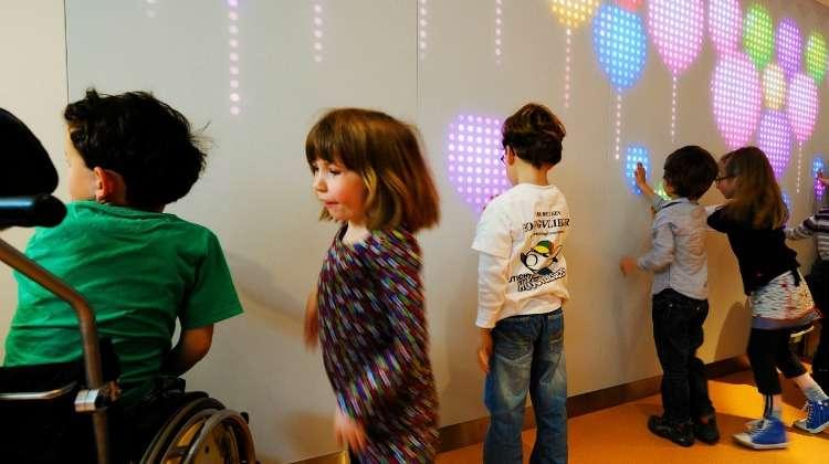 Znalezione obrazy dla zapytania: interactive wall  children